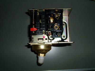 saginomiya サギノミヤ SNS-C106 圧力スイッチ カバーを取り外したところ