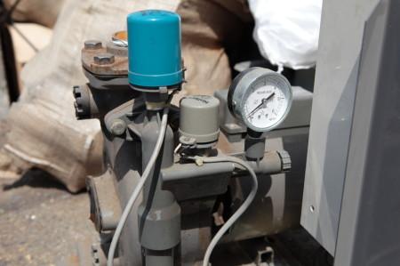 圧力スイッチと圧力計